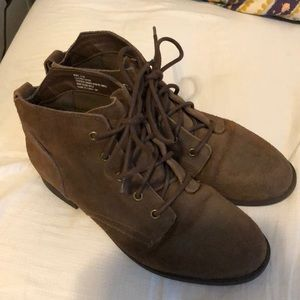 NWOT Steve Madden laced brown boots (bootie)